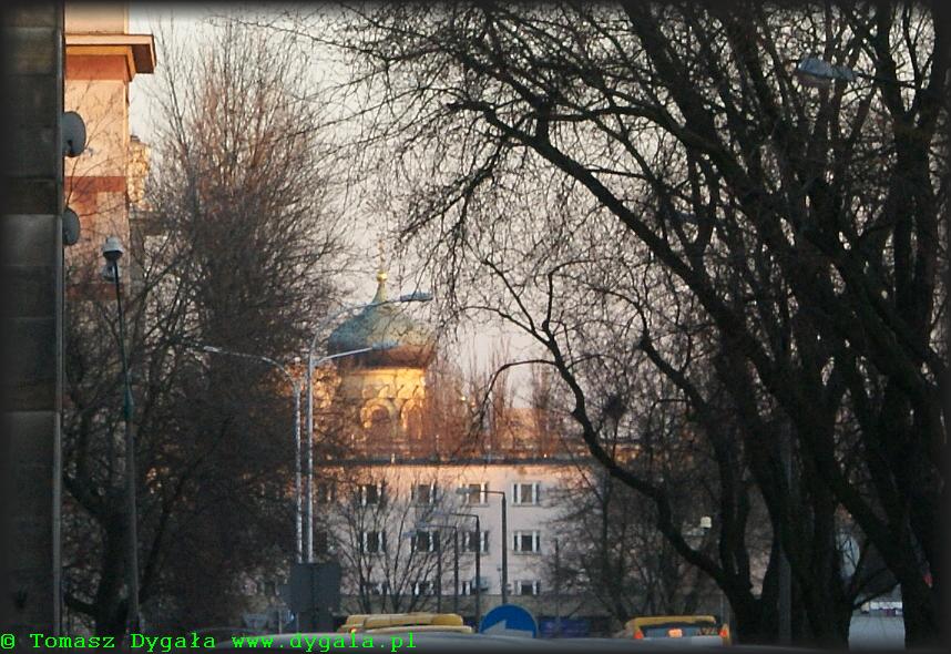 Cerkiew widziana zza pl. Hallera
