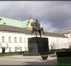 Czarne chmury nad pomnikiem księcia Józefa